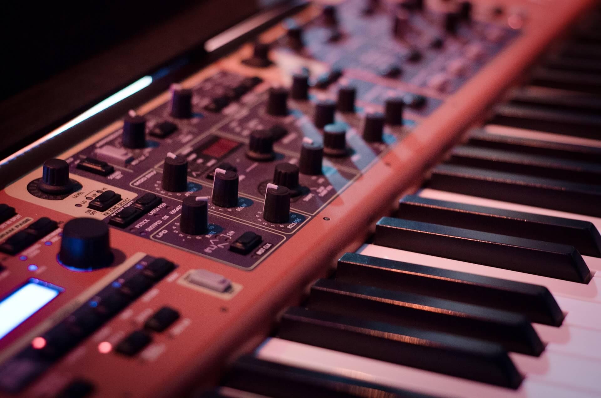 Introduzione al sintetizzatore e alla sintesi sonora